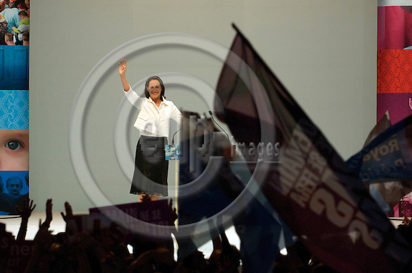TOULOUSE - FRANCE 19. 04. 2007 -- French socialist party (PS) presidential candidate Ségolene ROYAL waves to the crowd at a campaign meeting, 19 April 2007 in Toulouse, south western France -- PHOTO: GORM K. GAARE / EUP- IMAGES ...