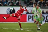 17.02.2018, Football 1. Bundesliga 2017/2018, 23.  match day, VfL Wolfsburg - FC Bayern Muenchen, in Volkswagen Arena Wolfsburg.  Thomas Mueller (Bayern Muenchen)  -  Robin Knoche (Wolfsburg)  *** Local Caption *** © pixathlon<br /> <br /> Contact: +49-40-22 63 02 60 , info@pixathlon.de