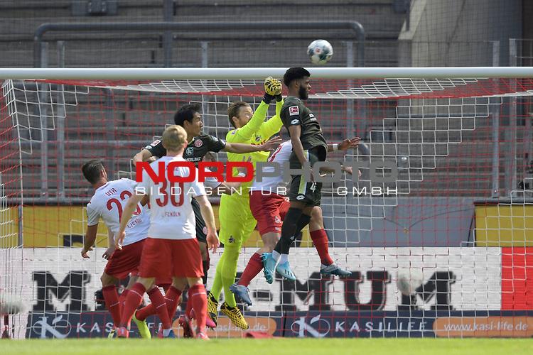nph00351: Strafraumszene mit Timo HORN  (Torwart 1.FC Koeln) und Jeremiah St. Juste (1.FSV Mainz 05).<br /> Sport: Fussball: 1. Bundesliga: Saison 19/20: 26.Spieltag: 1.FC KOELN-FSV MAINZ 05,17.05.2020.<br /> Foto: Anke Waelischmiller/SVEN SIMON/POOL / via Meuter/nordphoto<br /> <br /> Nur für journalistische Zwecke! Only for editorial use!<br /> Gemäß den Vorgaben der DFL Deutsche Fußball Liga ist es untersagt, in dem Stadion und/oder vom Spiel angefertigte Fotoaufnahmen in Form von Sequenzbildern und/oder videoähnlichen Fotostrecken zu verwerten bzw. verwerten zu lassen. DFL regulations prohibit any use of photographs as image sequences and/or quasi-video.