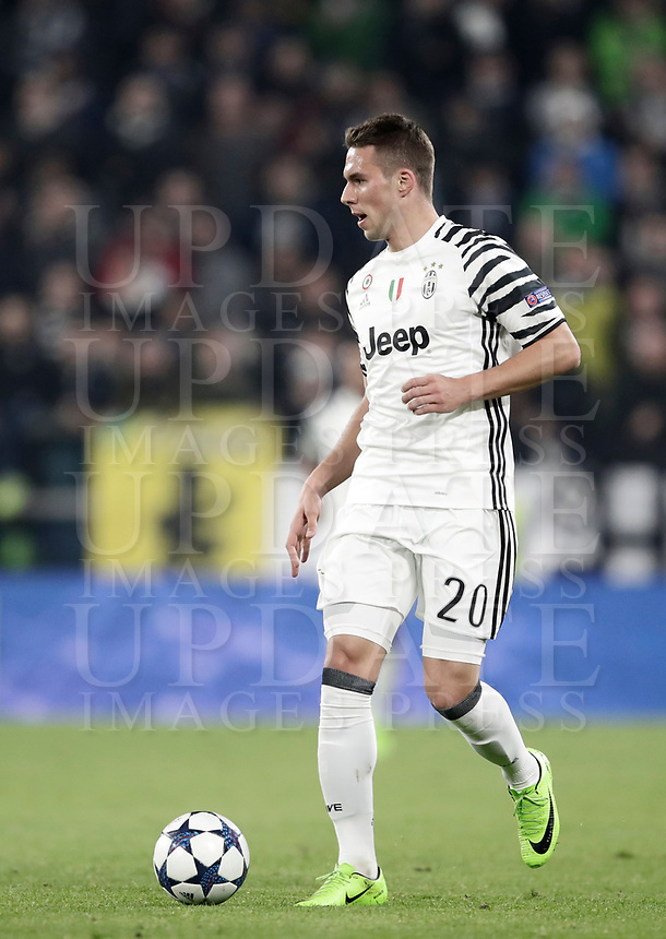 Juventus' Marko Pjaca in action during the Champions League round of 16 soccer match against Porto at Turin's Juventus Stadium, 14 March 2017. Juventus won 1-0 (3-0 on aggregate) to reach the quarter finals.<br /> UPDATE IMAGES PRESS/Isabella Bonotto