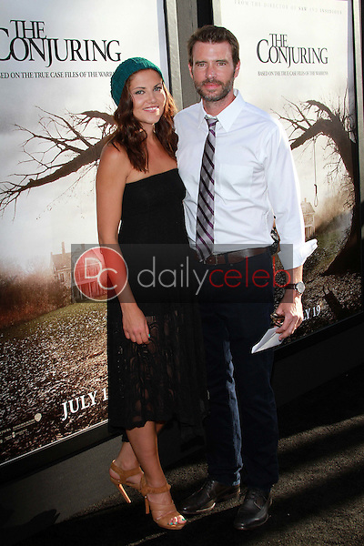 Scott Foley<br /> at &quot;The Conjuring&quot; Los Angeles Premiere, Cinerama Dome, Hollywood, CA 07-15-13<br /> David Edwards/DailyCeleb.Com 818-249-4998