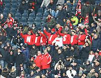 Fans und Familie von Niklas Süle (Bayern) begrüßen den Nationalspieler aus Mörfelden-Walldorf - 09.12.2017: Eintracht Frankfurt vs. FC Bayern München, Commerzbank Arena