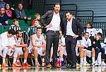 S&ouml;dert&auml;lje 2015-10-01 Basket Basketligan S&ouml;dert&auml;lje Kings - Uppsala Basket :  <br /> Uppsalas tr&auml;nare coach Kevin Gaines deppar med assisterande tr&auml;nare och spelare i slutet av matchen mellan S&ouml;dert&auml;lje Kings och Uppsala Basket <br /> (Foto: Kenta J&ouml;nsson) Nyckelord:  Basket Basketligan S&ouml;dert&auml;lje Kings SBBK T&auml;ljehallen Uppsala Seriepremi&auml;r Premi&auml;r depp besviken besvikelse sorg ledsen deppig nedst&auml;md uppgiven sad disappointment disappointed dejected tr&auml;nare manager coach