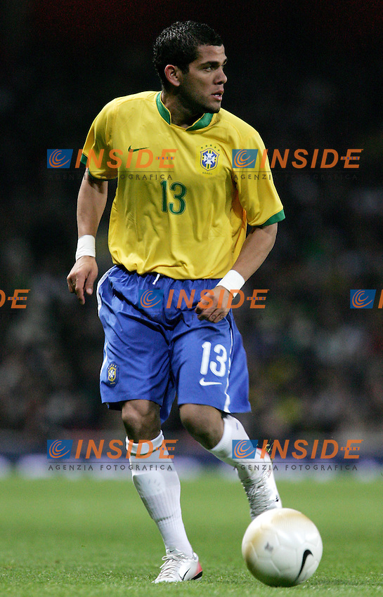 Brazil's Daniel Alves during a friendly match at Emirates Stadium in London, Tuesday February 06, 2007. (INSIDE/ALTERPHOTOS/Alvaro Hernandez).