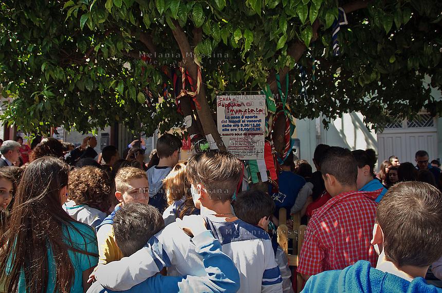 Students in front of Impastato family house in Cinisi.<br /> Studenti di fronte la casa della famiglia Impstato a Cinisi, ora casa della memoria