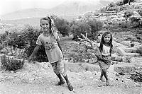 - Villaggio albanese, Queparo (Cepar&ograve;, agosto 1993); le due bambine<br /> <br /> -  Albanian  Village, Queparo (Cepar&ograve;, August 1993); the two girls