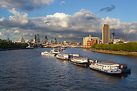 United Kingdom, London: View along River Thames to Blackfriars Bridge and St Paul's Cathedral | Grossbritannien, England, London: skyline mit der Blackfriars Bridge und der St. Paul's Kathedrale