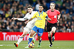 Real Madrid's Mateo Kovacic (l) and UD Las Palmas' Jonathan Viera during La Liga match. March 1,2017. (ALTERPHOTOS/Acero)