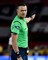 BOGOTA - COLOMBIA - 18-12-2016: Wilmar Roldan, referee, during a match for the second leg between Independiente Santa Fe and Deportes Tolima, for the final of the Liga Aguila II -2016 at the Nemesio Camacho El Campin Stadium in Bogota city, Photo: VizzorImage / Luis Ramirez / Staff.