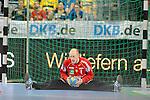 Rhein-Neckar Loewe Mikael Appelgren (Nr.1) sitzt mit dem Ball in der Hand im Spagat im Tor im Spiel Rhein-Neckar Loewen - ThSV Eisenach.<br /> <br /> Foto &copy; PIX-Sportfotos *** Foto ist honorarpflichtig! *** Auf Anfrage in hoeherer Qualitaet/Aufloesung. Belegexemplar erbeten. Veroeffentlichung ausschliesslich fuer journalistisch-publizistische Zwecke. For editorial use only.