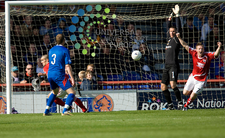 FOOTBALL.Irn Bru league Div 1.Inverness CT v Ross County.Ross Co player Paul Di Giacomo scores as Ryan Esson