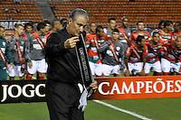SÃO PAULO, SP, 18 DE JANEIRO DE 2012 - AMISTOSO CORINTHIANS x PORTUGUESA - Tite antes da partida amistosa entre Corinthians x Portuguesa, realizado no Estádio Paulo Machado de Carvalho (Pacaembú). FOTO: LEVI BIANCO - NEWS FREE