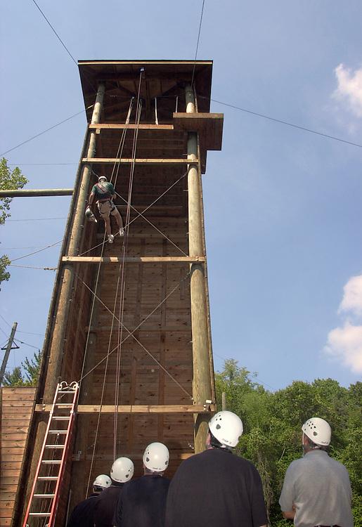 16594Ropes Course Team Building : Campus Recreation