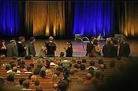 Publikum kommt in den Saal - Lesung George R.R. Martin im CCH Hamburg