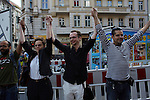 """30.7.2014, Berlin Neukölln. Flashmob """"Menschenkette"""" der Salaam-Shalom Initiative."""