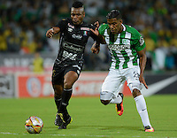 MEDELLIN-COLOMBIA, 7-08-2016.Orlando Berrio (Der.)  jugador de Atlético Nacional disputa el balón con el Once Caldas  durante encuentro  por la fecha 7 de la Liga Aguila II 2016 disputado en el estadio Atanasio Girardot./Orlando Berrio (R)   player of Atletico Nacional fights the ball against of Once Caldas  during match for the date 7 of the Aguila League II 2016 played at Atanasio Girardot stadium . Photo:VizzorImage / León Monsalve / Contribuidor