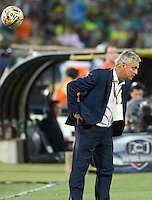 MEDELLÍN -COLOMBIA, 27-09-2015: Reinaldo Rueda técnico de Atlético Nacional gesticula durante el encuentro con Boyacá Chicó FC por la fecha 14 de la Liga Aguila I 2015 jugado en el estadio Atanasio Girardot de la ciudad de Medellín./ Reinaldo Rueda coach of Atletico Nacional  gestures during the match against Boyaca Chico FC for the  date 14 of the Aguila League I 2015 at Atanasio Girardot stadium in Medellin city. Photo: VizzorImage/León Monsalve/STR