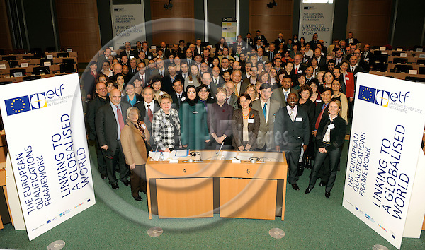 Brussels-Belgium - 30 January 2009 -- THE EUROPEAN QUALIFICATIONS FRAMEWORK LINKING TO A GLOBALISED WORLD, an international conference held by the European Training Foundation (ETF) at the European Parliament; here, family photo / group picture at the end of session 3 -- Photo: Horst Wagner / eup-images