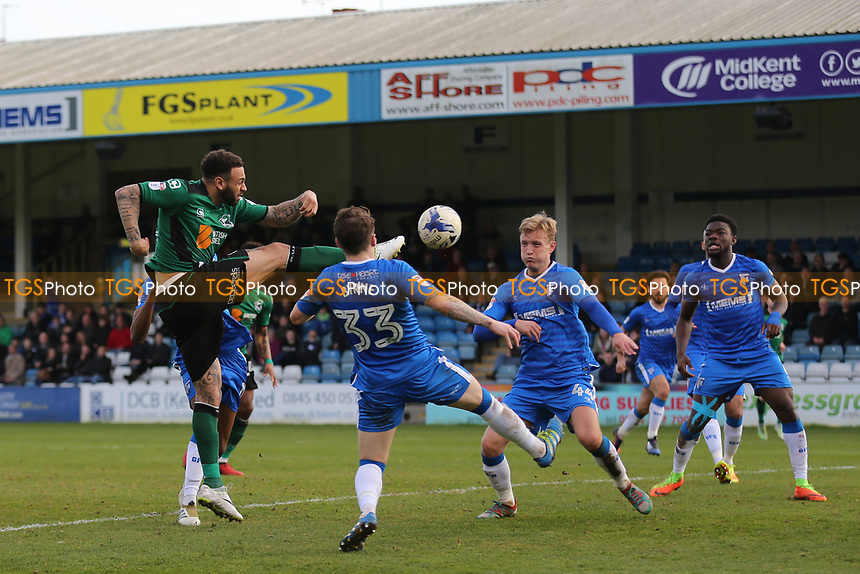Craig Davies of Scunthorpe United tries an unorthodox shot at the Gillingham goal during Gillingham vs Scunthorpe United, Sky Bet EFL League 1 Football at the MEMS Priestfield Stadium on 11th March 2017