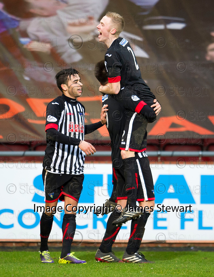 Pars' Lawrence Shankland (centre) celebrates with Faissal El Bakhtaoui (left) and Ross Millen (2) after he scores their third goal.