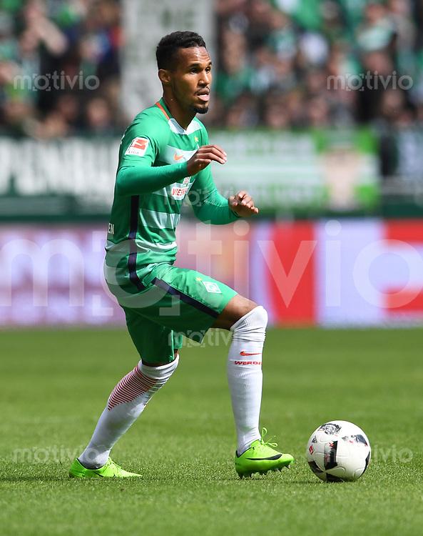 FUSSBALL     1. BUNDESLIGA      31. SPIELTAG    SAISON 2016/2017  SV Werder Bremen - Hertha BSC Berlin                          29.04.2017 Theodor Gebre Selassie  (SV Werder Bremen)