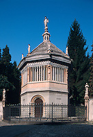 Italien, Lombardei, Baptisterium aus dem 14. Jh. in Bergamo