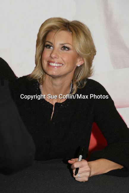 "Country Singer Faith Hill promotes her Christmas cd ""Joy To The World"" on November 24, 2008 at Virgin Magastore in Times Square, NYC, NY. (Photo by Sue Coflin/Max Photos)"