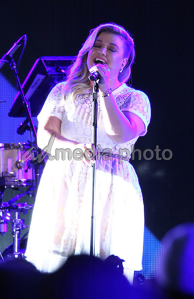30 May 2015 - Las Vegas, Nevada -  Kelly Clarkson.  iHeartRadio Summer Pool Party at Caesars Palace.  Photo Credit: MJT/AdMedia