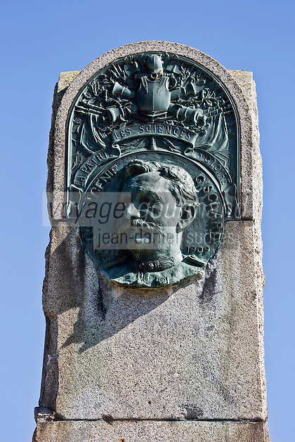 Europe/France/Languedoc-Roussillon/66/Pyrénées-Orientales/Cerdagne: Planès: Plaque commémorative à la mémoire d'Albert Gisclard posée sur la Route nationale 116 , Albert Gisclard à construit le Pont Gisclard et décède tragiquement le dimanche 31 octobre 1909, lors de l'accident d'un train d'essai de la ligne de la Cerdagne, près du pont