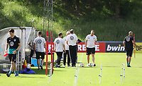 Trainerteam bereitet das Training vor - 03.06.2019: Trainingslager der Deutschen Nationalmannschaft zur EM-Qualifikation in Venlo/NL