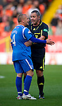 Dundee Utd v St Johnstone...25.09.10  .Ref Brian Winter tries to calm Jody Morris down.Picture by Graeme Hart..Copyright Perthshire Picture Agency.Tel: 01738 623350  Mobile: 07990 594431