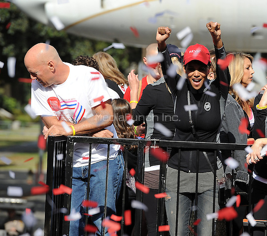LOS ANGELES - MAY 10:  Bruce Willis and Halle Berry at the 21st Annual EIF Revlon Run/Walk For Women at Los Angeles Memorial Coliseum at Exposition Park on May 10, 2014 in Los Angeles, California.  PGMicelotta/MediaPunch