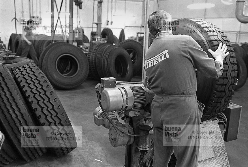 Work and workers lavoro e lavoratori dino fracchia for Pirelli settimo torinese