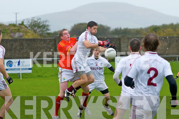 Dromid's Seoseamh Ó Sé gathers this dangerous ball in front of his own goal only to loose possession and give Valentia an easy point from a free kick.