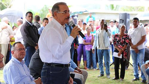 Presidente Danilo Medina, en una de sus habituales visitas a la zona rural.