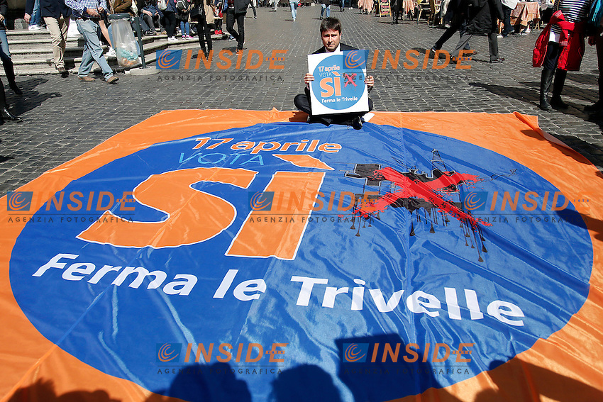 Alessandro Di Battista<br /> Roma 18-03-2016 Pantheon. Flash mob degli attivisti per il si al referendum sul trivellazioni del mare italiano per estrarre petrolio, dal titolo 'Vota Si per dire No al mare nero'.<br /> Flash mob against the drilling of the italian sea to extract oil.<br /> Photo Samantha Zucchi Insidefoto