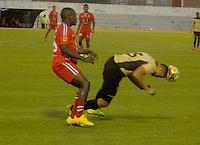 TUNJA - COLOMBIA -19 -11-2013: Avimiled Rivas (Izq.) jugador de Patriotas FC disputa el balón con Camilo Ceballos (Der.) jugador de Itagüi, durante partido por la sextafecha  de la Liga Postobon I-2014, jugado en el estadio La Independencia de la ciudad de Tunja. / Avimiled Rivas (L) player  of Patriotas FC vies for the ball with Camilo Ceballos (R) player of Itagüi during a match for the sixth date of the Liga Postobon I-2014 at the La Independencia  stadium in Tunjacity, Photo: VizzorImage  / Jose M. Palencia / Str. (Best quality available)