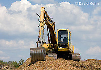 0713-1101  Backhoe (back actor, rear actor), Excavating Equipment  © David Kuhn/Dwight Kuhn Photography