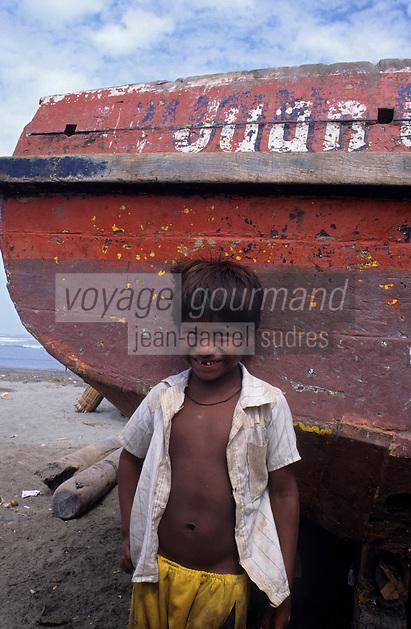 Amérique/Amérique du Sud/Pérou/Env de Chiclayo/Pimentel : Petit garçon d'un pêcheur