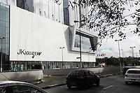 SAO PAULO, 22 DE JUNHO DE 2012. INAUGURAÇÃO DO SHOPPING JK IGUATEMI.   fachada do shopping  JK Iguatemi durante a tarde. desta sexta feira. FOTO: ADRIANA SPACA - BRAZIL PHOTO PRESS