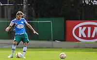 SAO PAULO, SP, 06 FEVEREIRO 2013 - TREINO S.E. PALMEIRAS -  Henrique jogador do Palmeiras durante sessao de treinamento na Academia de Futebol nesta quarta-feira, 06. (FOTO: WILLIAM VOLCOV / BRAZIL PHOTO PRESS).