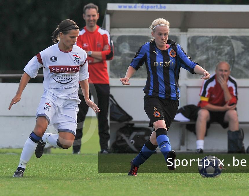 Club Brugge Dames - OHL Oud Heverlee Leuven Dames : Silke Demeyere aan de bal voor Veerle Van Der Motte.Foto David Catry / Vrouwenteam.be
