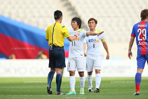 (L to R) <br /> Hisato Sato, <br /> Toshihiro Aoyama (Sanfrecce), <br /> APRIL 18, 2015 - Football /Soccer : <br /> 2015 J1 League 1st stage match <br /> between F.C. Tokyo 1-2 Sanfrecce Hiroshima <br /> at Ajinomoto Stadium, Tokyo, Japan. <br /> (Photo by YUTAKA/AFLO SPORT) [1040]