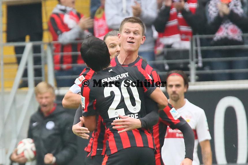 Torjubel um Alexander Madlung (Eintracht) beim 1:0 - Eintracht Frankfurt vs. VfB Stuttgart, Commerzbank Arena