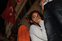 23 ottobre 2011 Tunisi, elezioni libere per l'Assemblea Costituente, le prime della Primavera araba: sostenitori del partito Enhada festeggiano in piazza la vittoria del proprio partito la sera in cui vengono annunciati i risultati.<br /> premieres elections libres en Tunisie octobre <br /> tunisian elections Festeggiamenti vittoria Ennhada