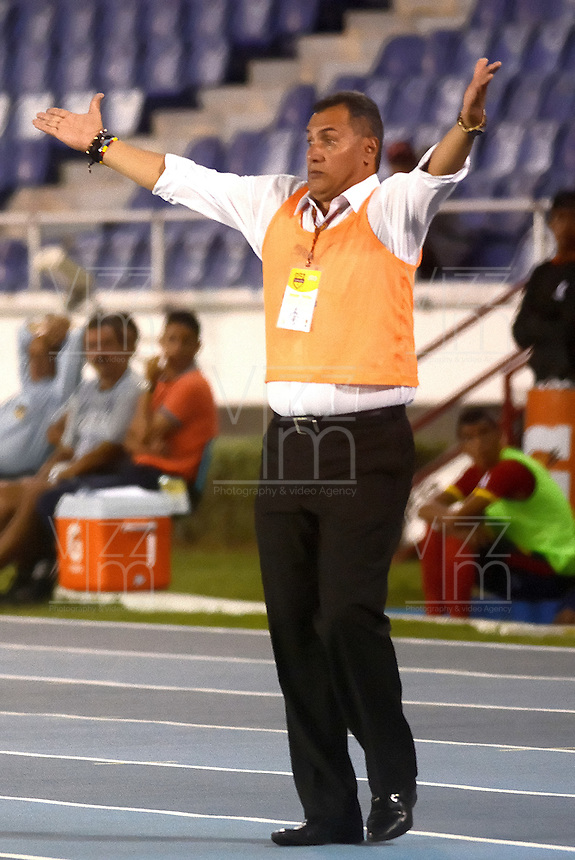 BARRANQUIILLA -COLOMBIA-18-04-2015. Hernan Torres técnico del Independiente Medellin gesticula durante el partido con Uniautonoma por la fecha 16 de la Liga Aguila I 2015 jugado en el estadio Metropolitano de la ciudad de Barranquilla./ Hernan Torres coach of Independiente Medellin gestures during match against Uniautonoma for the 16th date of the Aguila League I 2015 played at Metropolitano stadium in Barranquilla city.  Photo: VizzorImage/ Alfonso Cervantes /Cont