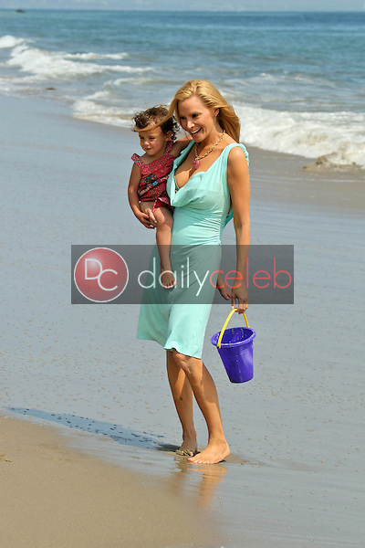 Cindy Margolis and daughter<br />at the Hot Moms Video Shoot for &quot;Beautiful Now(the Hot Moms Song)&quot;. Silver Spoon House, Malibu, California. 08-15-07<br />Dave Edwards/DailyCeleb.com 818-249-4998