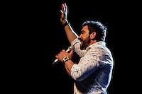 """SÃO PAULO, SP, 15.11.2016 - SHOW-SP - O Padre Fabio de Melo durante apresentação do show """"Deus no Esconderijo do Verso"""" no Espaço das Americas, na Barra Funda, na noite desta terça-feira, 15. (Foto: Adriana Spaca/Brazil Photo Press)"""