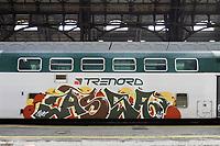 - Milano, Stazione Centrale, treno regionale Trenord con graffiti<br /> <br /> - Milan, Central Station railway station, Trenord regional train with graffiti