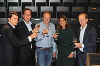 SCHAATSEN: UTRECHT: 23-10-2014, TivoliVredenburg, Perspresentatie Team LottoNL - Jumbo, Marco van Bilsen (Marketing Directeur van BrandLoyalty), Arno de Jong (Marketing Directeur van De Lotto), Jac Orie (Trainer Schaatsploeg), Colette Cloosterman-van Eerd (directeur Formule en Innovatie bij Jumbo Supermarkten), Richard Plugge (Manager Wielerploeg), ©foto Martin de Jong